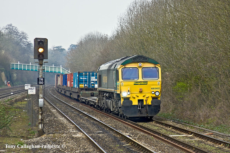 29th Mar 11:  66562 heads 4O54 from Leeds. Seen here on the approach to Tilehurst