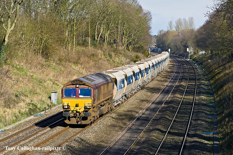 14th Mar 11:  A very dirty 66130  with 7V18 from Hither Green to Whatley.  Pictured fron the Duffield Road bridge in the Sonning Cutting