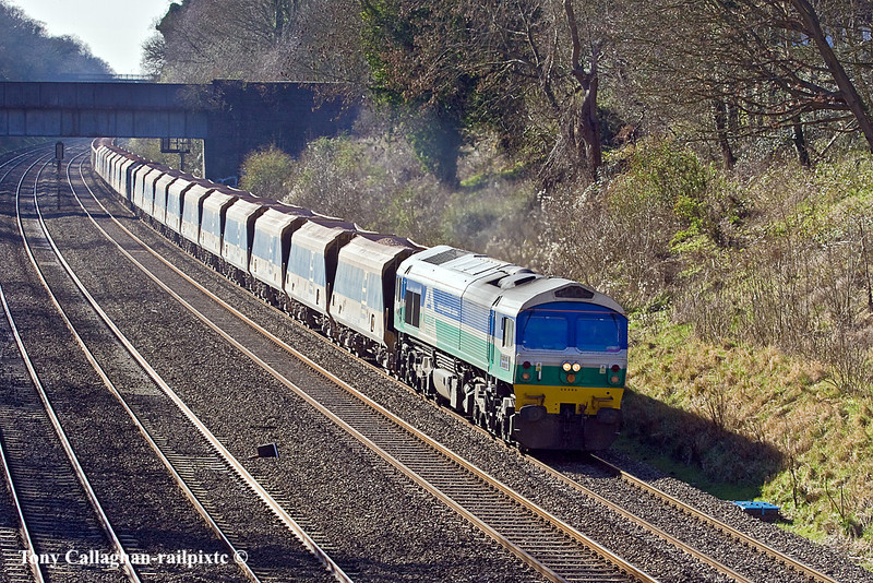 14th Mar 11:  With a mixed load of Yeoman hoppers and assorted boxes 59005 brings 7A17 from Merehead to Acton up the Relief and through the Sonning Cutting