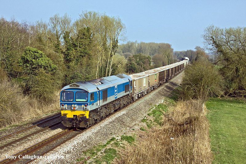 25th Mar 11:  7C77 runs fron Acton to Merehead, today is was powered by 59002.  Pictured as it runs through Burghfield