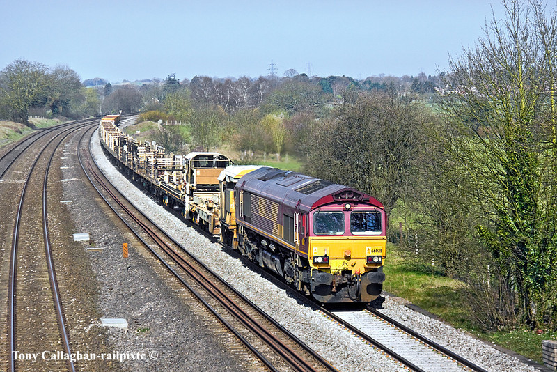 23rd Mar 11:   66025 plods through Lower Basildon with the morning Hinksey to Eastleigh Departmental service- (6O26)
