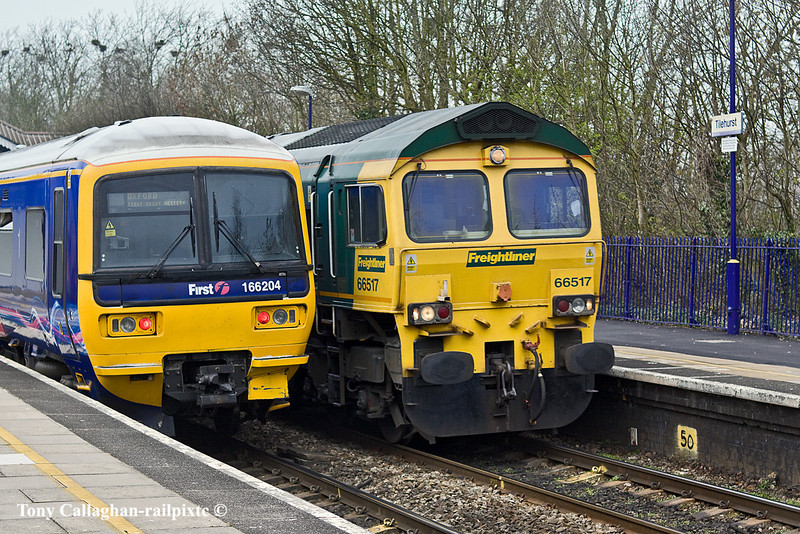 29th Mar 11:  66517 on 4L32 from Bristol FLT to Tilbury is almost hidden  by 166204 at Tilehurst