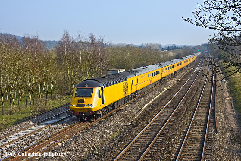 25th Mar 11:  Returniong to it's home base is  NMT with power cars 4.013 & 43014.  1Q19 is at Lower Basildon