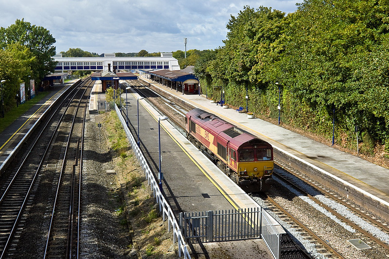 5th Sep 11:  Pottering down the Relief line through Twyford  is 66006.  The lop sided canopy illustrates by how much the Up Main line platform was cut back when the curve through the station was eased.