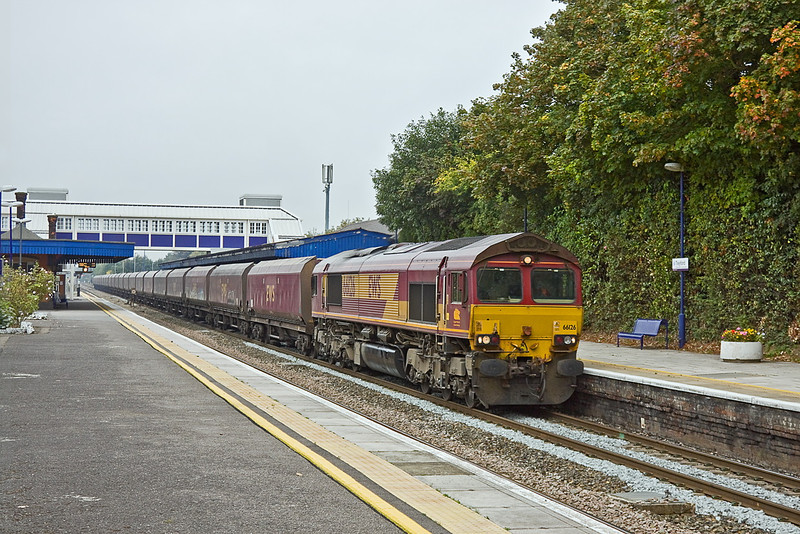 27th Sep 11:  66126 trundles 4L36 from Didcot Power Station to Ripple Lane east through Twyford