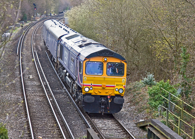 12th Apr 12:  Now at Coxes Lock is 66724 taking two Porterbrook barrier vehicles back to Tonbridge after being used on  yesterdays move of 317732 to Eastleigh.  5Y66 started the journey at 09.20