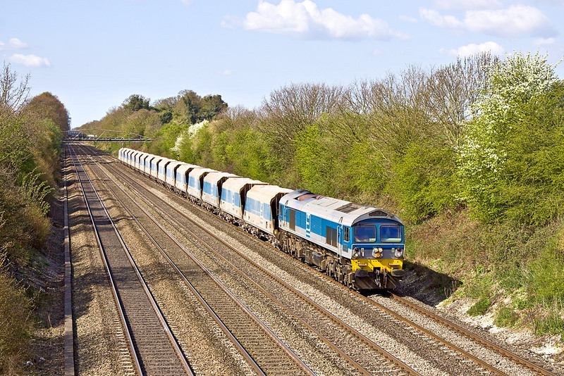 16th Apr 12:  Passing Shottesbrooke farm is 59004 on the point of 6M20 from Whatley to St Pancras