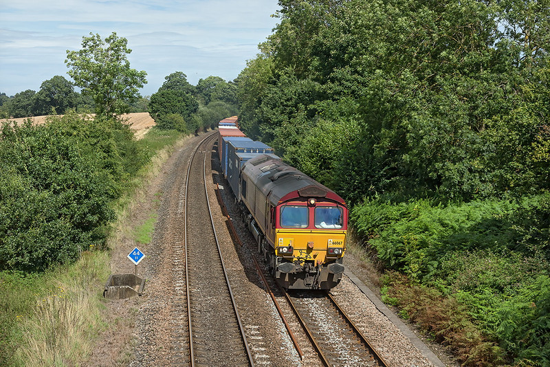 17th Aug 12:  66067 rounds the curve through Silchester on 4O23 the 11.13 from Hams Hall to Southampton