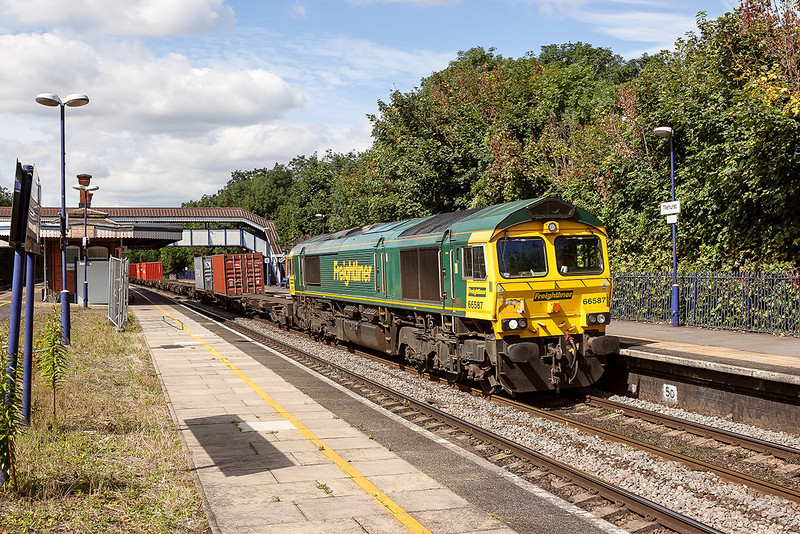 31st Aug 12:  The Bristol Freight Liner Terminal to Tilbury ,4L32, with 66587 at the helm hurries east through Tilehurst