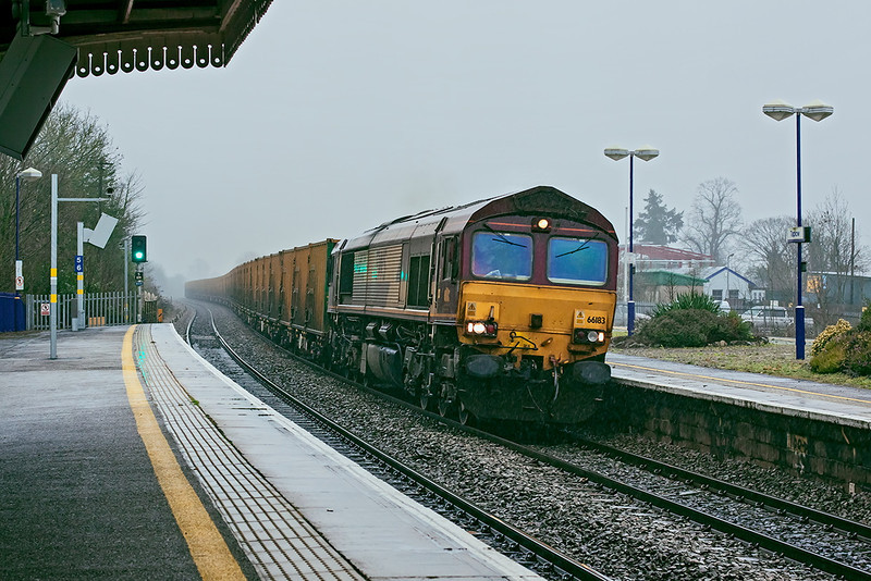 22nd Dec 12: In truly awfull conditions 66183 powers 6A54 binliner from Brentford to Appleford through Taplow.