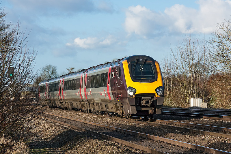 4th Dec 12:  The 07.00 from Edinburgh to Reading is on time as it races through Lower Basildon.  1W85 is formed of 220009