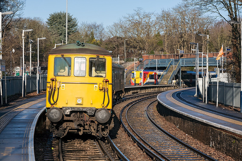 17th Dec 12:  The 73s convoy has to wait for 458029 working 2C25 the 10.20 from Waterloo to Reading to clear the junction before it can procede.