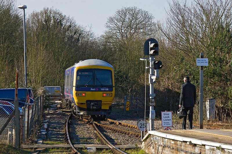 3rg Feb 12:  165128 curves away from the Bay platform at Twyford with the 12.51 to Henley