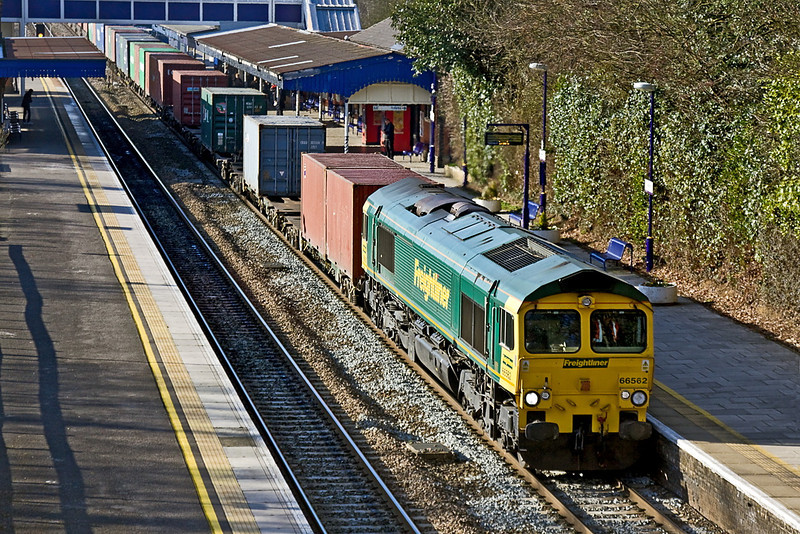 3rrd Feb 12:  Diverted due to a derailment at Bletchley 66562 hauls 4O88 the Lawley Street to Grain liner through Twyford..  I had no idea this was coming so was taken by surprise and could only manage a grab shot