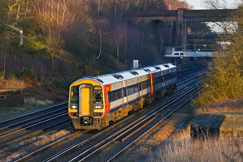 26th Jan 12:  In the very last knockings of the afternoon sun 159009 & 159102 head for Exeter with the  15.20 from Waterloo.  Captured from the bridge in Totters Lane between Winchfield and Hook