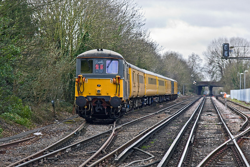 9th Jan 12:   73107 bringing up the rear of 1Q40 enters the Goods Loop at Staines