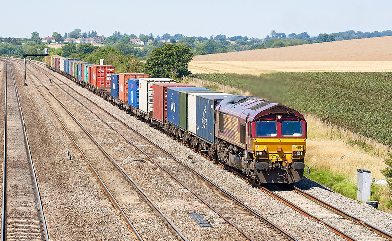 24th Jul 12:  4O23 from Hams Hall is today powered by 66154.  Captured here at Manor Farm in Cholsey
