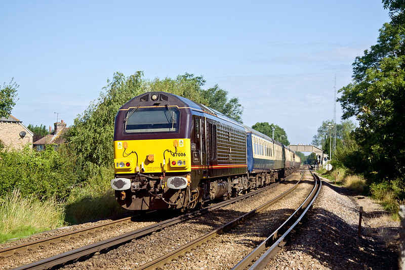5th Jul 12:  Bringing up the rear of the  Cathex to Oxford is 67006 'Royal Sovreign'.  66132 was on the point standing in for Tornado which was unwell.  60019 Bittern took over the leg from Willesden to Oxford and return.