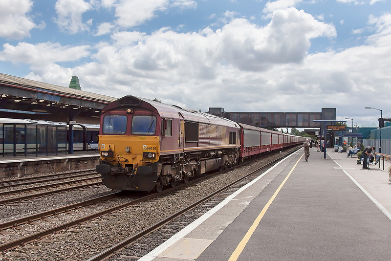19th Jul 12:   6M48 is the movement of empty car carries from Southampton Eastern Docks to Halewood.  Captured here at Oxford
