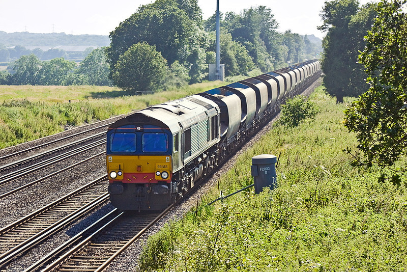 28th Jun 12:  I went to Totters Lane to picture 66523 which earlier in the day was shown to be at Wool.  Much to my chagrin the loaded sand from Wool to Neasden proved to be in the hands of 66418 as 6M42 roared past