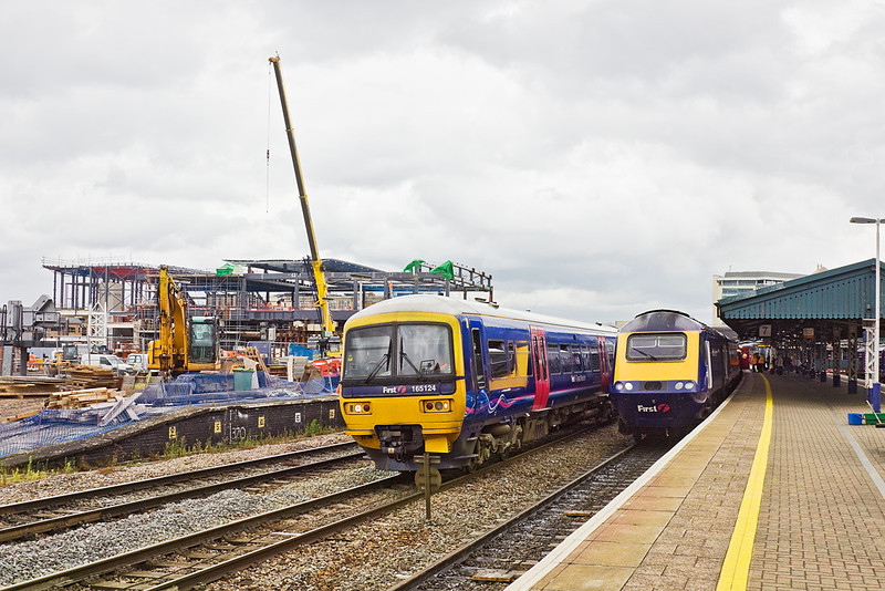 22nd Jun 12:  165124 waits a path to the depot as the 10.30 from Paddington to Bristol Temple Meads waits the Right Away in platform 7.  The new foot bridge takes shape in the background