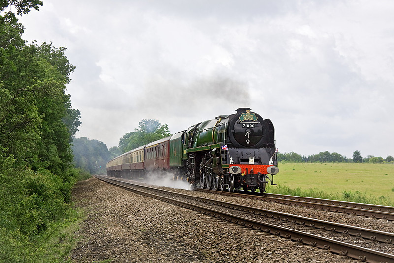 6th Jun 12:  The Diamond Jubilee Express from Swanage to Windsor storms through Grazeley between Basingstoke and Reading