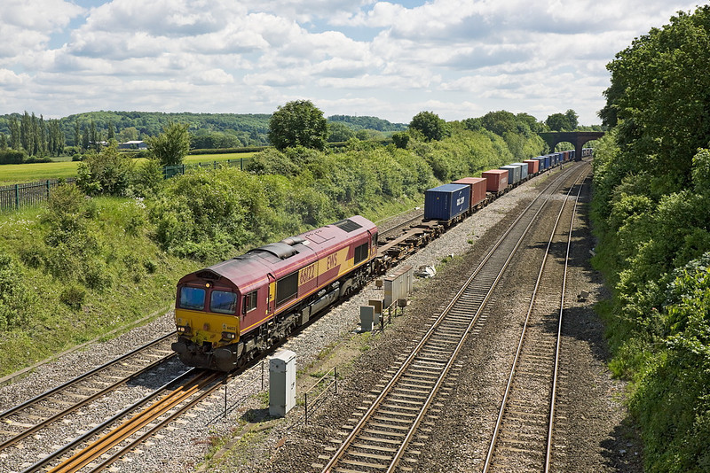 13th Jun 12:  66122 on the point of 4M66 the 09.32 from Southampton to Birch Coppice runs through Purley on Thames