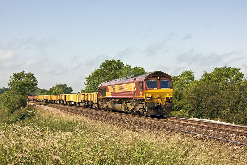 28th Jun 12:  Climbing away from Mortimer is 66065 working 6M26 from Eastleigh to Stud Farm with a mixed rake of JNA & MLAs