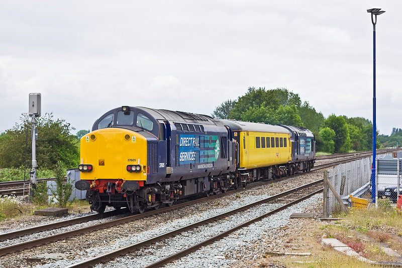 1st Jun 12:  At Twyford 37608+605 head toward Reading while working from Old Oak Common to Derby,  The planned shot was completely bowled by an HST on the Up Relief,