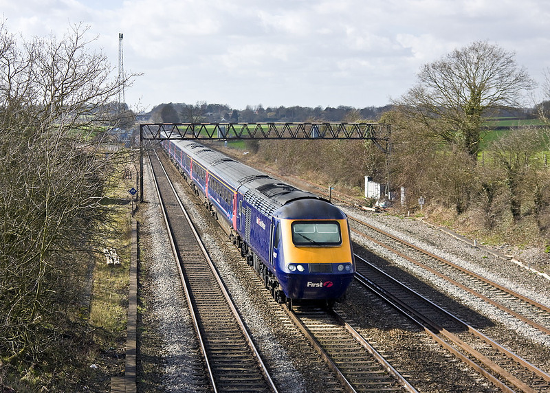 Hammering through Waltham St Lawrence is 42003 heading 1L50 the 10.18 from from Cheltenham Spa to Paddington