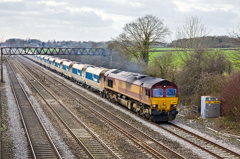 8th Mar 11:   66109 is in charge of 6M20 from Whatley to St Pancras.  Captured here from Milley Bridge in Waltham St Lawrence