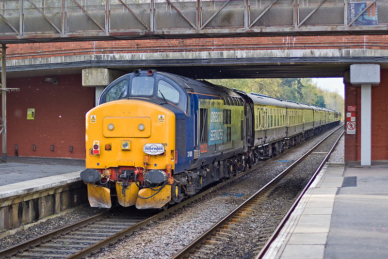 "5th May 12:   Bringing up the rear of the Pathfinder Tours  ""The Hampshire Hotchpotch"" from Crewe to the Southampton Eastern and Western Docks is 37409.  Captured here on the return leg as the train passes though Crowthorne"