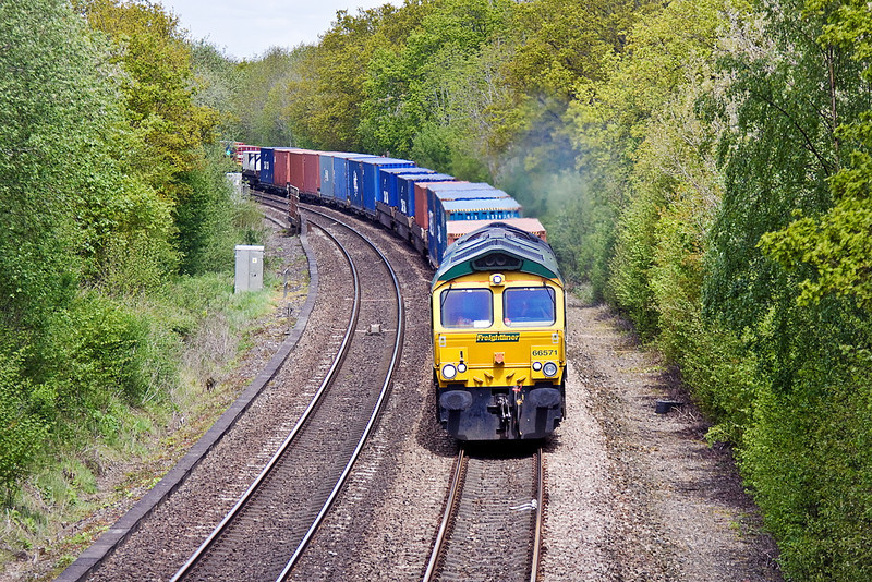 16th May 12:  66571 brings a well loaded 4O51 from Wentloog through Chineham while on it's way to Southampton