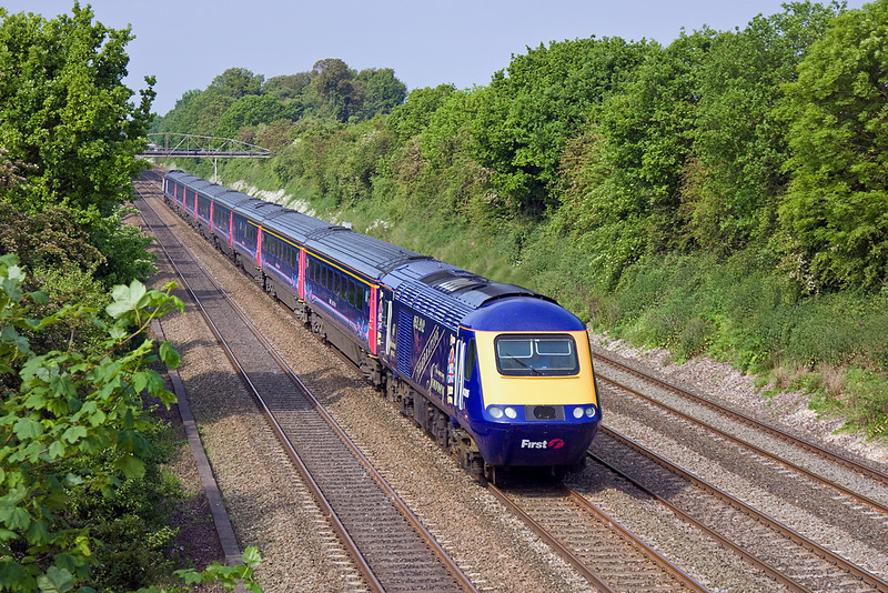 29th May 12:   Jubilee liveried 43186 leads on the 05.05 from Penzance to Paddington through Shottesbrooke