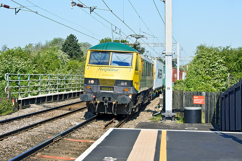 22nd May 12:  Pictured at Long Buckby 90045 passes on the 05.03 from Trafford Park to Felixstowe (4L97)