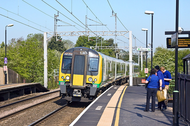 22nd May 12:  350258 forming 2Y54 the 08.33 from Birmingham to Euston calls at Long Buckby