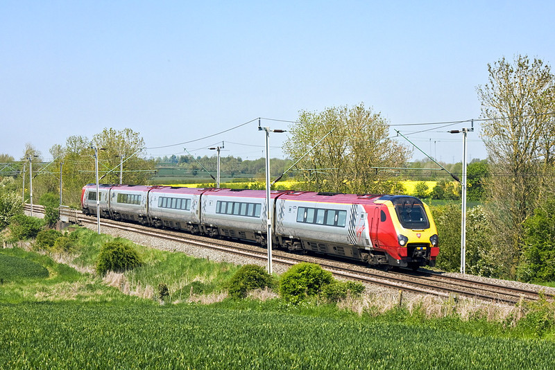 22nd May 12:  With problems on the direct route Voyager 221103 is diverted via the Northampton Loop.  Long Buckby