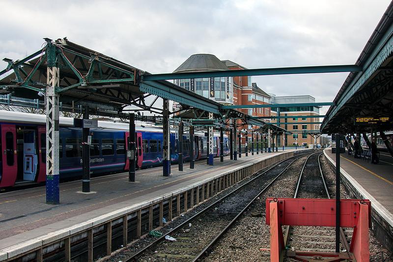 28th Nov 12:  Platforms 1, 2 & 3 at Reading