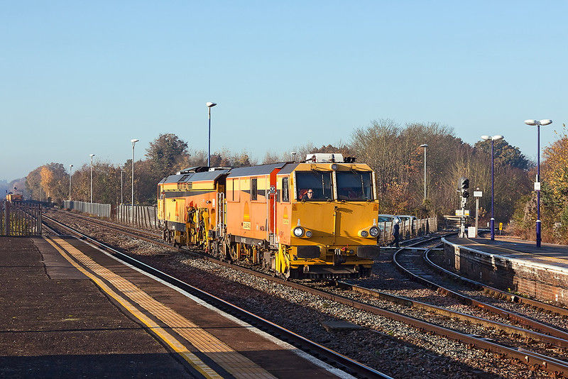 11th Nov12:  Colas Tamper DR 75407 runs through Twyford working as 6J84 Didcot Parkway to West Ealing