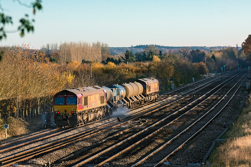 14th Nov 12:  66086 TnT 66084 on 3J41 the RHTT from Didcot to lots of places is seen at Lower Basildon