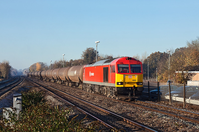 11th Nov12:  Just after the mist cleared 60091 makes a fine sight as it runs through Twyford working 6V60 the Didcot to Colnbrook oiler