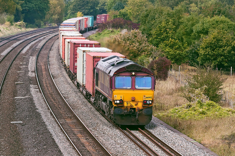 9th Oct 12:  Rounding the curve away from Goring and Streetly is 66092 fronting 4O23 from Hams Hall to Southampton Western Docks