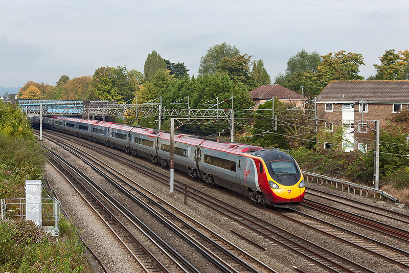 20th Oct 12:  The 10.15 from Manchester Piccadilly to Euston rushes through South Kenton