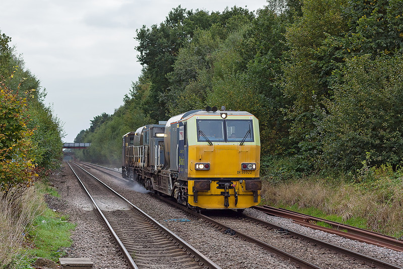 10th Oct 12:  Eastleigh's RHTT working 3S84 formed of DR98922 and DR98972 are at Crowthorne heading for Reading.  Here they will revese and make for Virginia Water