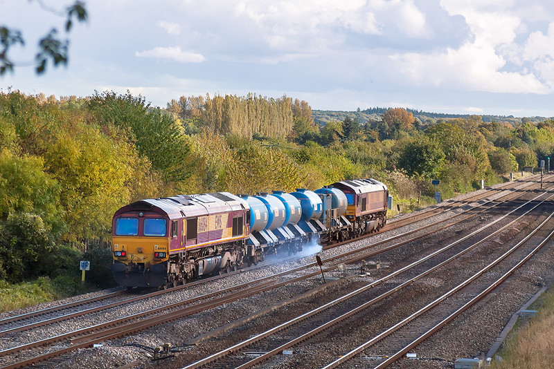 12th Oct 12:  12th Oct 12:  Didcot's RHTT on the 1st leg, to Westbury and back, of the evenings work.  3J41 is lead by 66082 with 66084 on the rear.