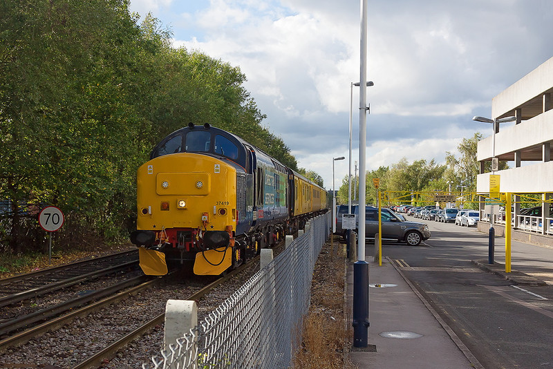 4th Oct 12:  37419 now leading again as 1Q14 heads back to Staines.  A grab shot as i walked back from the car park.