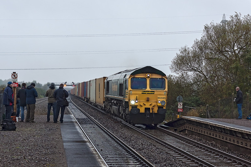 24th Oct 12:  On a foul morning 66565 climbs through Pilning with 4O51 from Wentloog to Southampton Maritime.  5 of the avid fotters are RPGers which says it all.