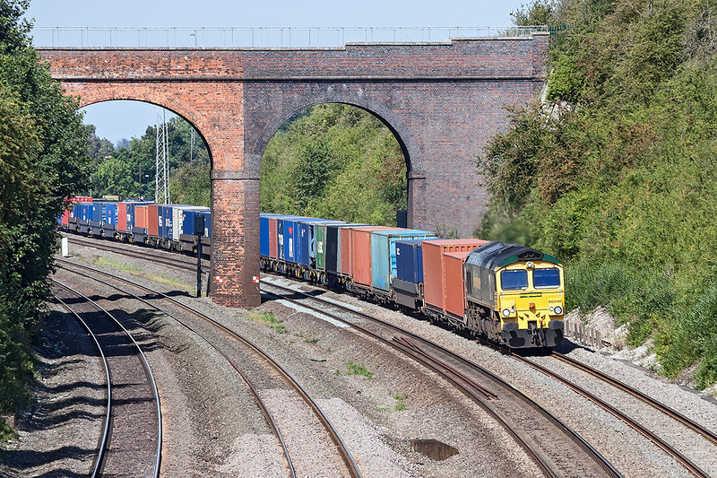 5th Sep 12:  The Wentloog to Southampton with 66540 on the point at Cholsey
