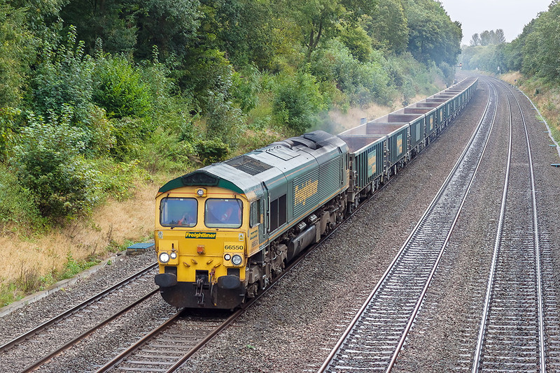 28th Sep 12:  On it's way from Crawley to Bristol Barrow Road is 66550.  6V87 is pictured from the soon to be rebuilt bridge in Duffield Road, Sonning
