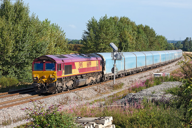 5th Sep 12:  The BMW Oxford to Southampton Eastern Docks car carrier approaches Didcot North Junction in the hands of 66099